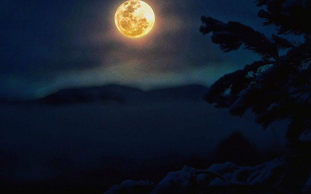 Pratiques joyeuses de soir de pleine lune